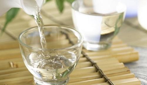 Tắm rượu có tác dụng gì - làm đẹp với rượu gạo - Thực phẩm bảo vệ sức khỏe  Dược Hoàng Phúc